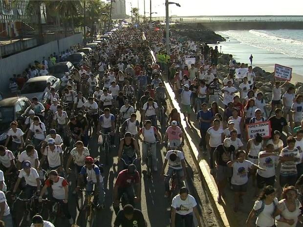 Bicicletada foi realizada por organização que atende a quatro mil dependentes químicos (Foto: TV Verdes Mares/Reprodução)