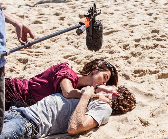 Giovanna Lancellotti e Johnny Massaro gravam cenas de romance de Luana e Cesário (Foto: Artur Meninea/ Gshow)