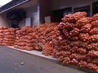 Toneladas de cebola são apreendidas em vans na fronteira com Paraguai