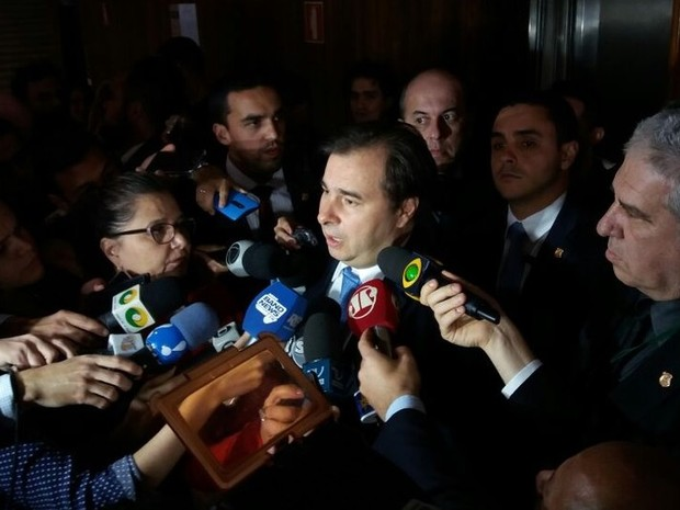 Votação da denúncia contra Temer será concluída em agosto, diz Maia