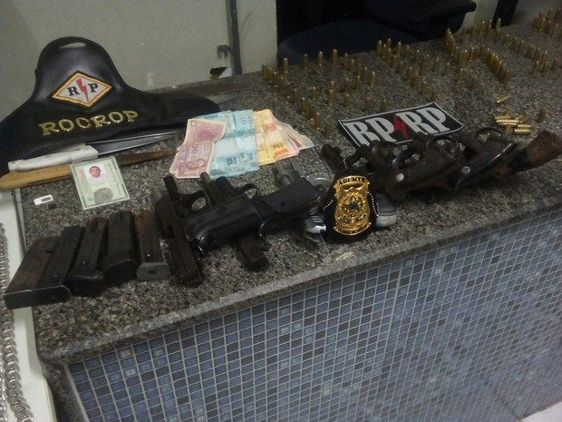 Armas encontradas com foragidos da Penitenciária (Foto: PM/Divulgação)