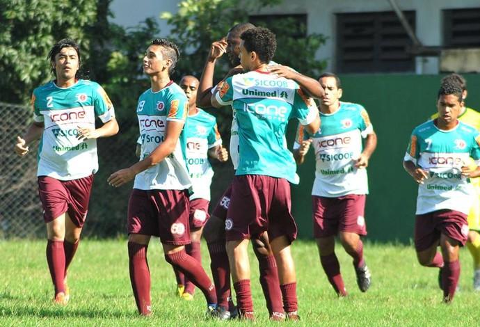 Jogadores da Desportiva comemoram gol na vitória por 5 a 2 sobre o Tupy-ES (Foto: Henrique Montovanelli/Desportiva Ferroviária)