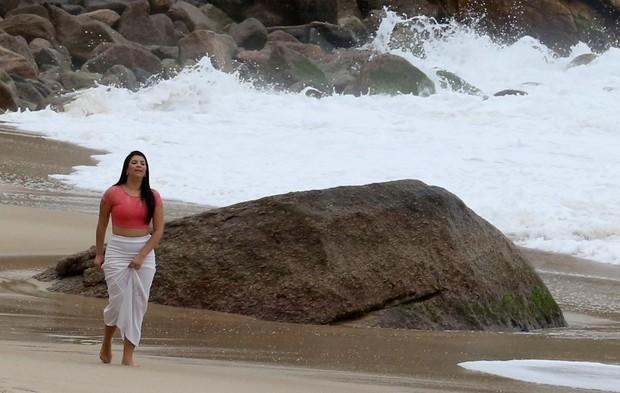 Affair de Usain Bolt, Jady Duarte, na praia (Foto: agnews)