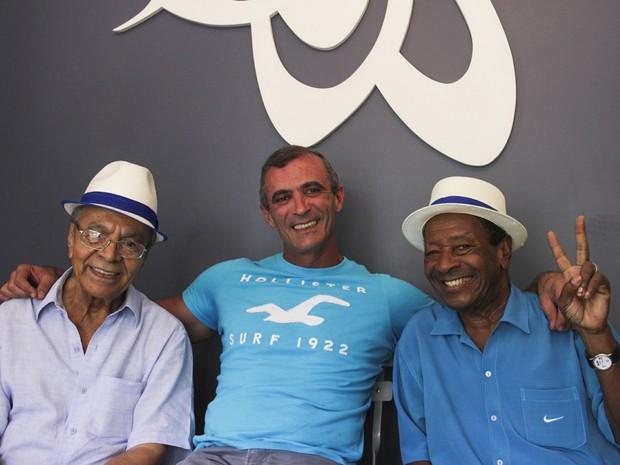 Monarco, Paulo Barros e Noca da Portela festajam contratação do carnavalesco (Foto: Paulinho Thomaz / Divulgação)