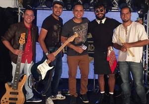 Banda Fulano D'Tal foi a primeira a se apresentar no palco do Garagem Acústica (Foto: Fernanda Pinheiro)