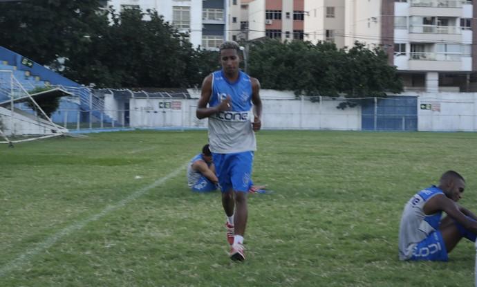 Feijão já treinou com o elenco alvianil na tarde desta quinta, no Ninho da Águia (Foto: Richard Pinheiro/GloboEsporte.com)