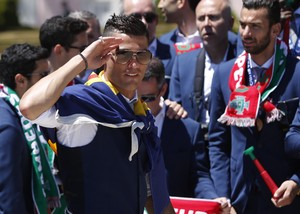 Cristiano Ronaldo em celebração em Lisboa (Foto: REUTERS/Pedro Nunes)
