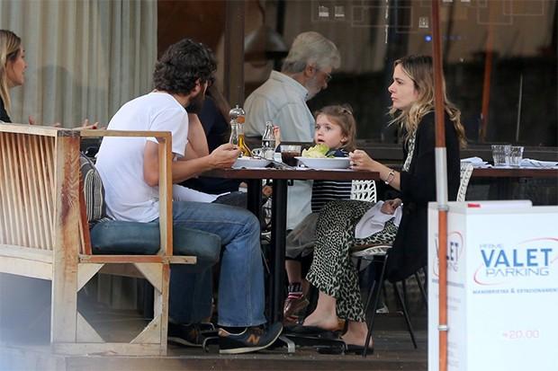 Gabriel Braga Nunes com a esposa Isabel e a filha Maria (Foto: Fotos: AgNews)