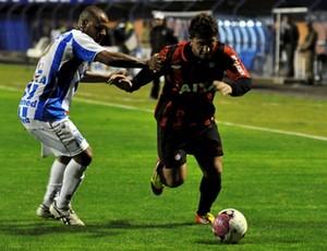 Atacante Bruno Furlan, do Atlético-PR, contra o Avaí (Foto: Gustavo Oliveira/Site Oficial do Atlético-PR)