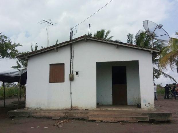 Adolescente atacou o pai na casa onde eles moravam, na zona rural de Sapé, no Agreste paraibano  (Foto: Silvia Torres/TV Cabo Branco)