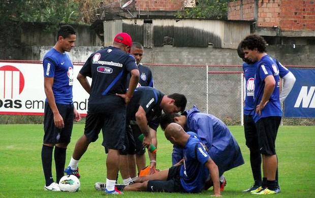 Souza sente lesão na coxa durante treino do Bahia (Foto: Divulgação/E.C. Bahia)