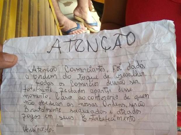 No bilhete, bandidos ameaçaram comerciantes sob pena de terem os estabelecimentos incendiados (Foto: Divulgação / Coroadinho Online)