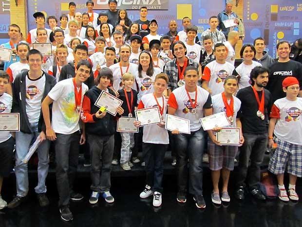 Competidores durante 2º Campeonato Cubo Mágico, em Campinas (SP).  (Foto: Daniel Abdala / Oficina do Estudante)