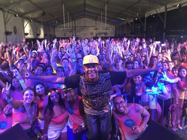 Psirico se apresenta em camarote em Salvador, na Bahia (Foto: Magali Moraes/ Divulgação)