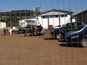 Foram presos 14 homens e seis mulheres em SC e RS (Foto: Eduardo Cristófoli/RBS TV)