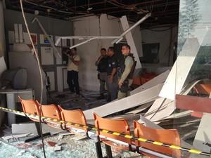 Agência do Detran foi isolada pela perícia (Foto: Felipe Pereira/ TV Clube)