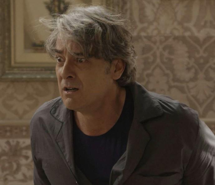 Aparício se desespera ao ver Teodora em seus sonhos (Foto: TV Globo)