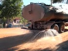 Moradores reclamam de desperdício de água durante seca na Bahia