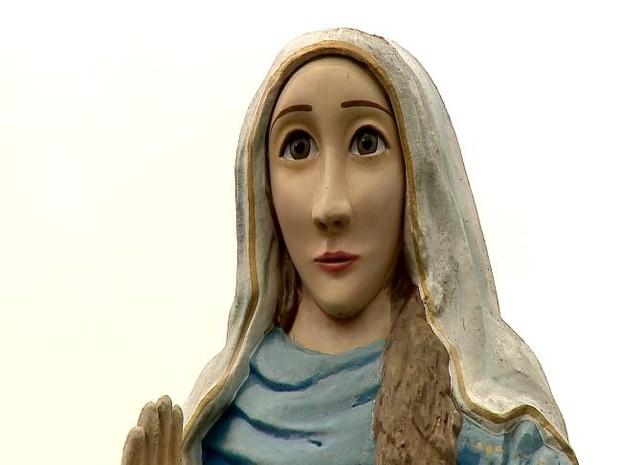 Santa feia fica no santuário de Nossa Senhora Caravaggio no RS (Foto: Reprodução/RBS TV)