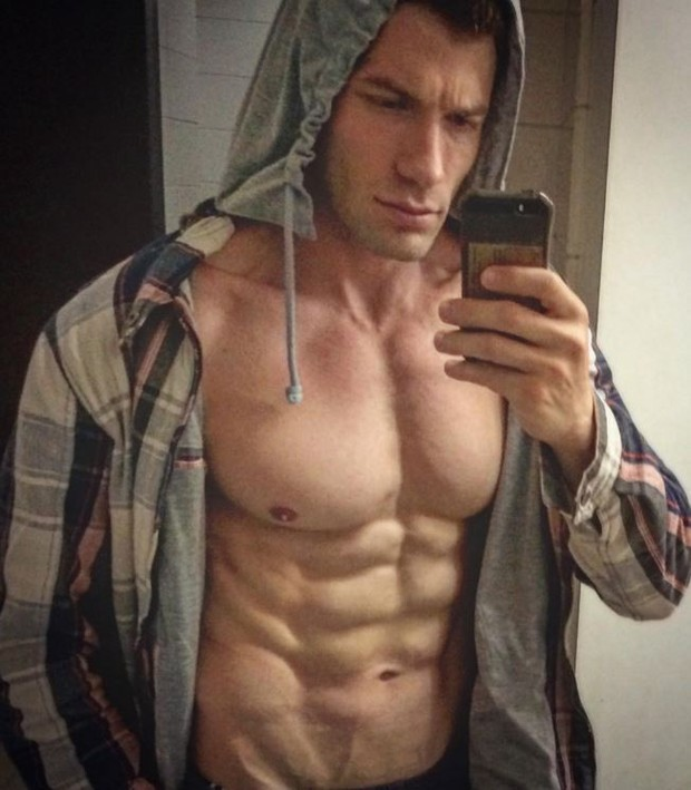 Ex-BBB Roni Mazon: orgulhoso de seus músculos (Foto: Reprodução/Instagram)
