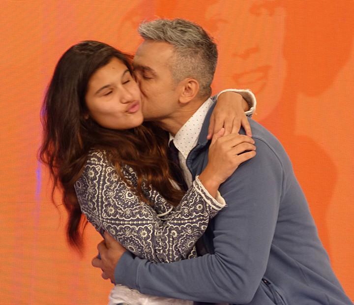 Giulia Costa ganha beijo carinhoso de Otaviano Costa (Foto: Cristina Cople / Gshow)