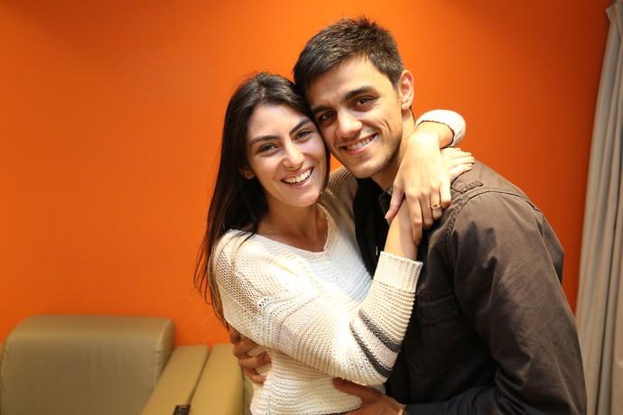 Felipe Simas e Mariana Uhlmann nos bastidores do 'Domingão do Faustão' (Foto: Carol Caminha/Gshow)