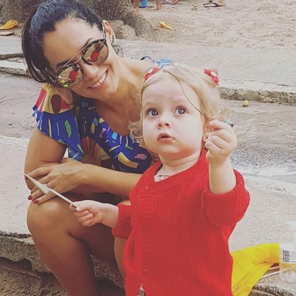 Mônica Carvalho e a filha Valentina (Foto: Reprodução / Instagram)