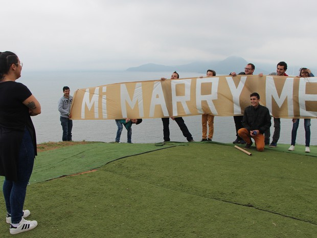 Na chegada, Micheli foi surpreendida com um anel (Foto: Micheli Mafra/Arquivo Pessoal)