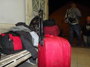 Vítimas do golpe ficaram apenas com as bagagens (Foto: Ivair Vieira Jr/G1)