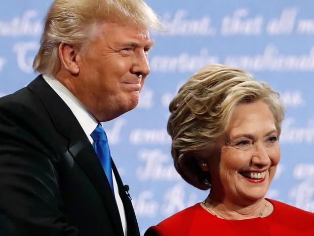 Donald Trump e Hillary Clinton posam para foto antes do início do debate presidencial na Hofstra University, em Hempstead, NY, na segunda (26) (Foto: Reuters/Brian Snyder)