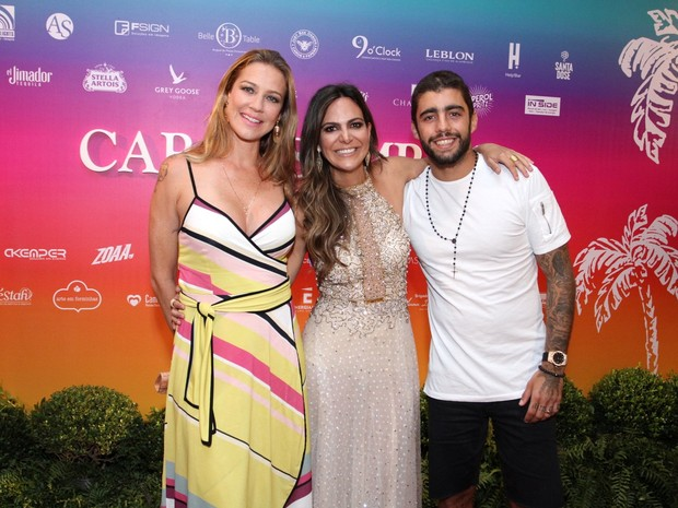 Carol Sampaio com Luana Piovani e Pedro Scooby em festa na Zona Sul do Rio (Foto: Thyago Andrade e Marcos Ferreira/ Brazil News)