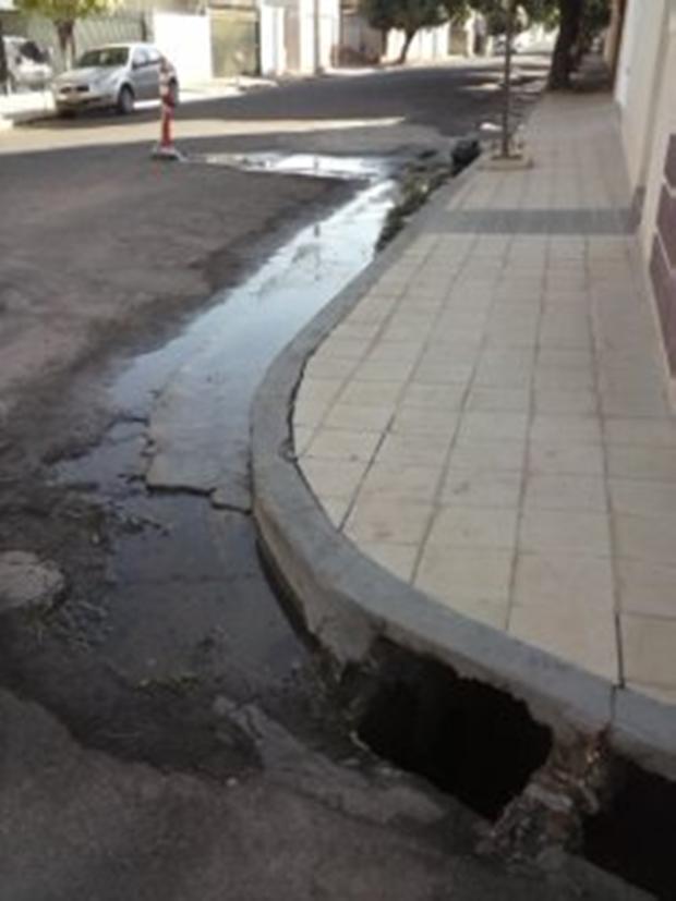 Vazamento Pelo Sensor Do óleo Fox Achado Com O Cel: Internautas Registram Vazamentos De água Em Cidades