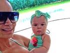Solange Almeida usa biquíni igual ao da filha caçula