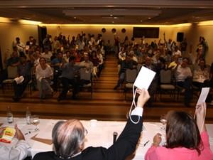 Dirigentes do PPS votam para aprovar fusão com PMN, durante reunião da Executiva Nacional (Foto: Robson Gonçalves/Divulgação PPS)