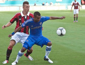 El Shaarawy e Ashley Cole, Milan x Chelsea (Foto: Agência Reuters)