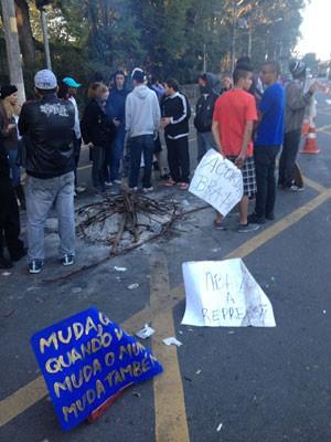 Manifestantes não esperam ser recebidos pelo governador (Foto: Kleber Tomaz/G1)