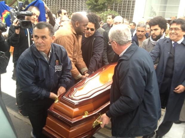 Corpo de Dominguinhos é retirado da Assembleia de SP após velório (Foto: Tatiana Santiago/G1)