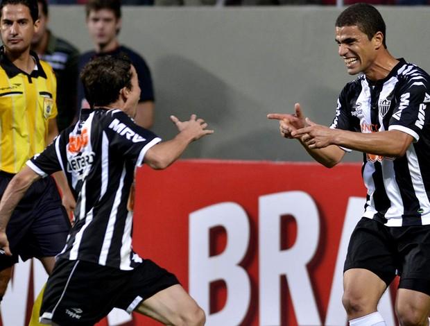 Bernard Leonardo atlético-mg gol sport (Foto: Douglas Magno / Agência Estado)