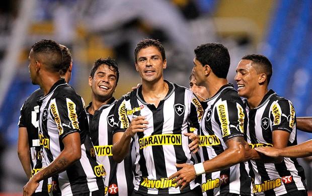 Bolívar comemora gol do Botafogo contra o Duque de Caxias (Foto: Wagner Meier / Agif)