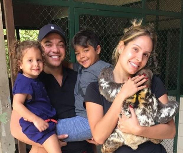 Wesley Safadão com Thyane Dantas e os filhos (Foto: Reprodução/Instagram)
