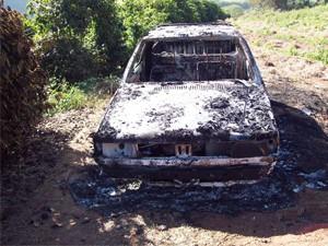 Carro de pecuarista foi encontrado queimado na zona rural de Poço Fundo (Foto: Arquivo Pessoal)