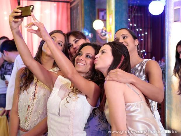 Cinara Leal, Maria Joana, Daniela Escobar, Thaíssa Carvalho e Sthefany Brito (em sentido horário) (Foto: Flor do Caribe/TV Globo)