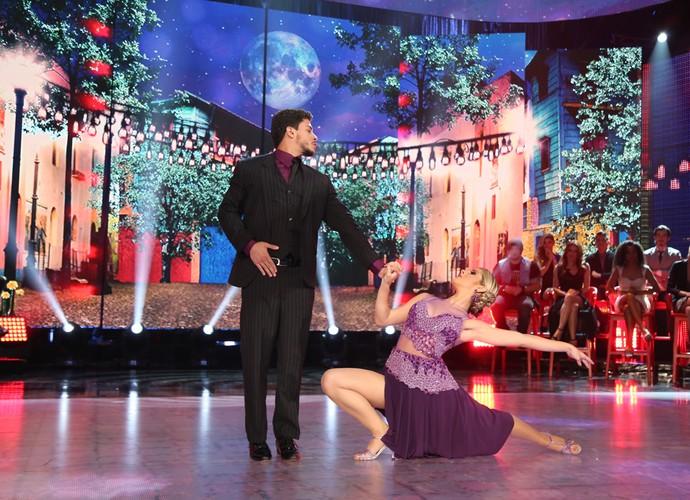 Olha só a pose de Arthur Aguiar e Mayara Araújo no tango (Foto: Carol Caminha/Gshow)