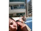 Priscila Pires coloca bumbum pra cima para tomar sol