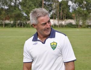 Ary  Marques treinador do Cuiabá (Foto: Robson Boamorte/GLOBOESPORTE.COM)