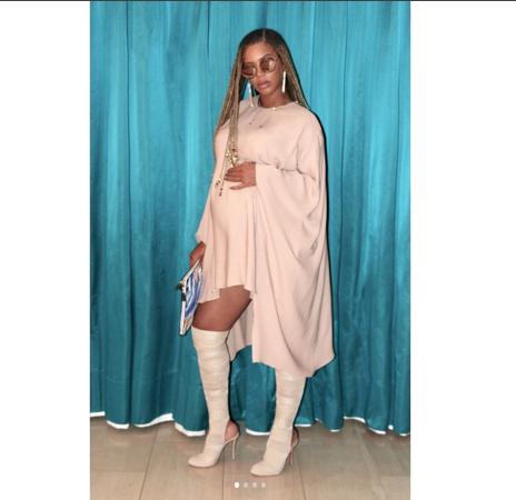 Beyoncé mostra look sexy usando as polêmicas botas brancas (Foto: Reprodução Instagram)