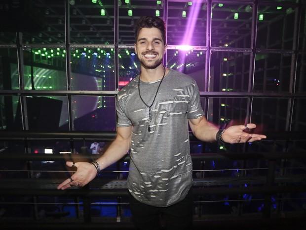 DJ Alok em festa em São Paulo (Foto: Rafael Cusato/ Brazil News)