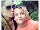 Andressa Urach paparica o filho: 'Tudo por você'