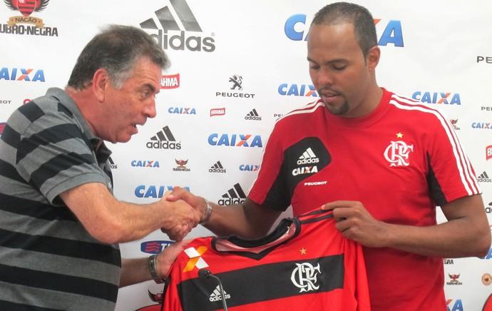 Apresentação Alecsandro Flamengo (Foto: Thales Soares)