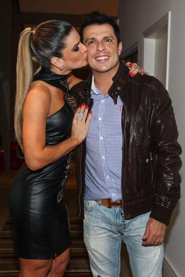 Ceará ganha beijo da mulher, Mirella Santos (Foto: Manuela Scarpa/Foto Rio News)